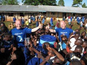 LifeStraw Community uitgedeeld op scholen